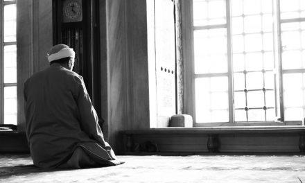 Les anges invoquent pour celui qui reste dans son lieu de prière