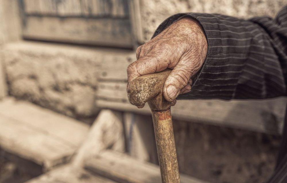 Le cœur de l'homme vieux reste jeune dans 2 aspects