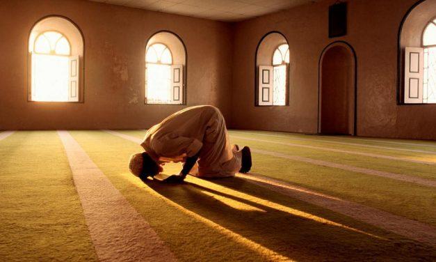 Celui qui commet un péché, puis prie et demande pardon… Allah lui pardonnera