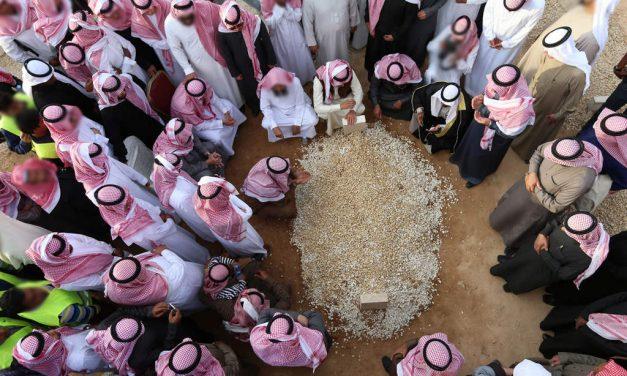 La récompense du poids de 2 montagnes de Uhud pour celui qui suivra les funérailles d'un musulman