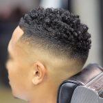 Il est interdit de raser une partie des cheveux et d'en laisser une autre