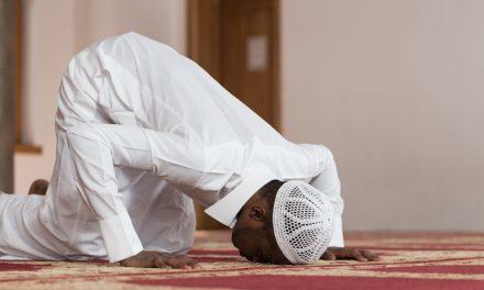 Les péchés commis entre les prières sont effacés à condition de…
